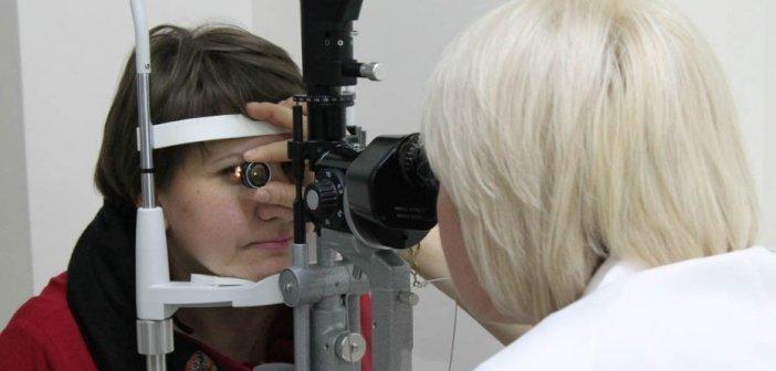 Когда и как проводится осмотр глазного дна с фундус-линзой