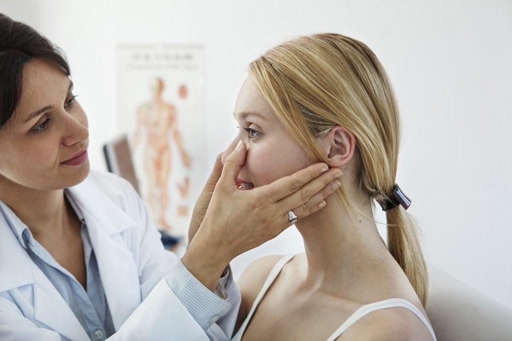 Симптомы синусита у взрослых могут меняться с учетом пораженной пазухи и степени запущенности процесса.