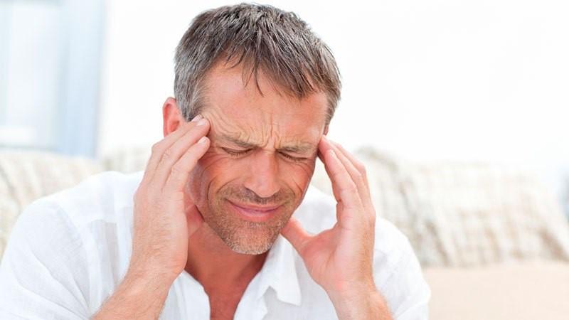 Приступы боли начинаются после пробуждения и заканчиваются к средине дня.