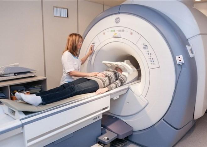Проведение МРТ уха