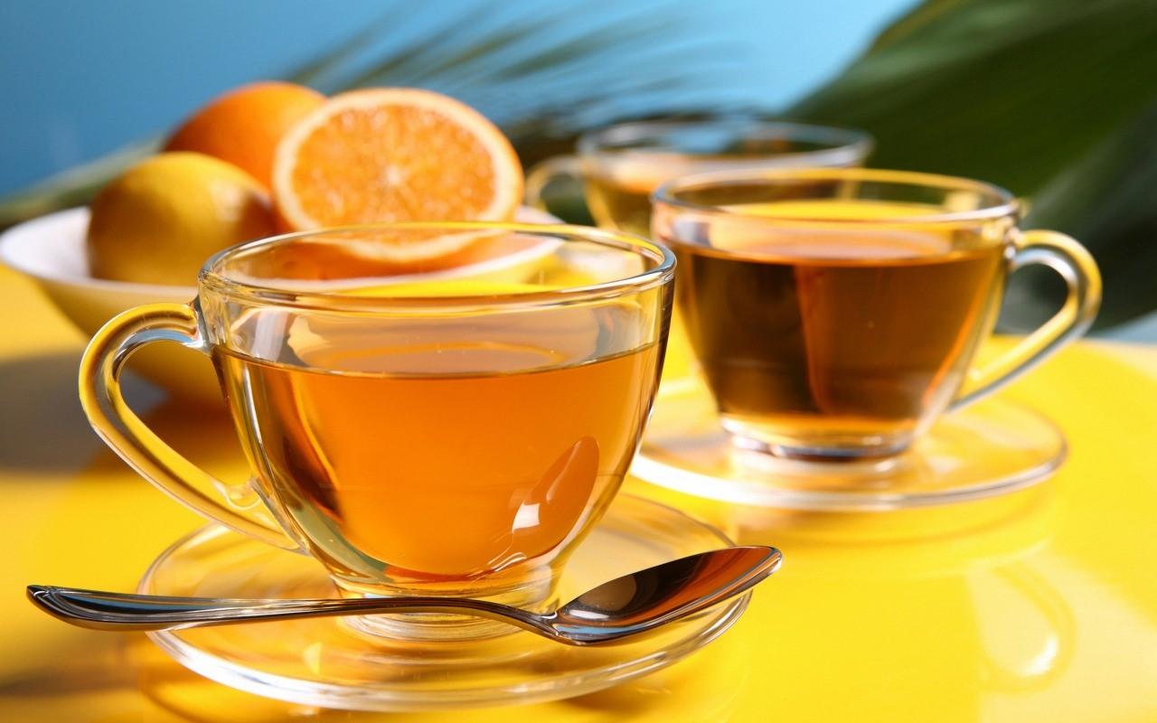 Прохладный чай с лимоном и помогает в лечении ангины