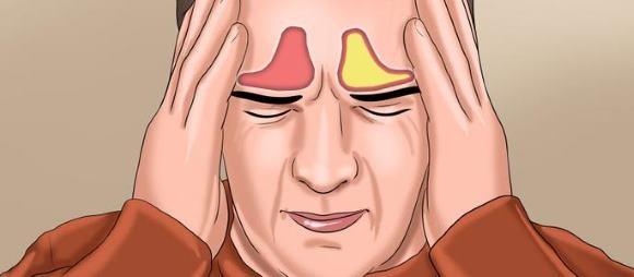 Пациент ощущает сильную боль в области лба.