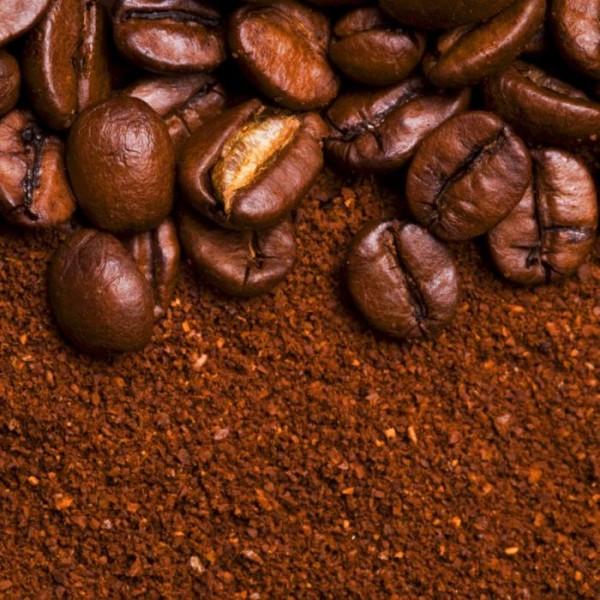 Молотый кофе и его зёрна