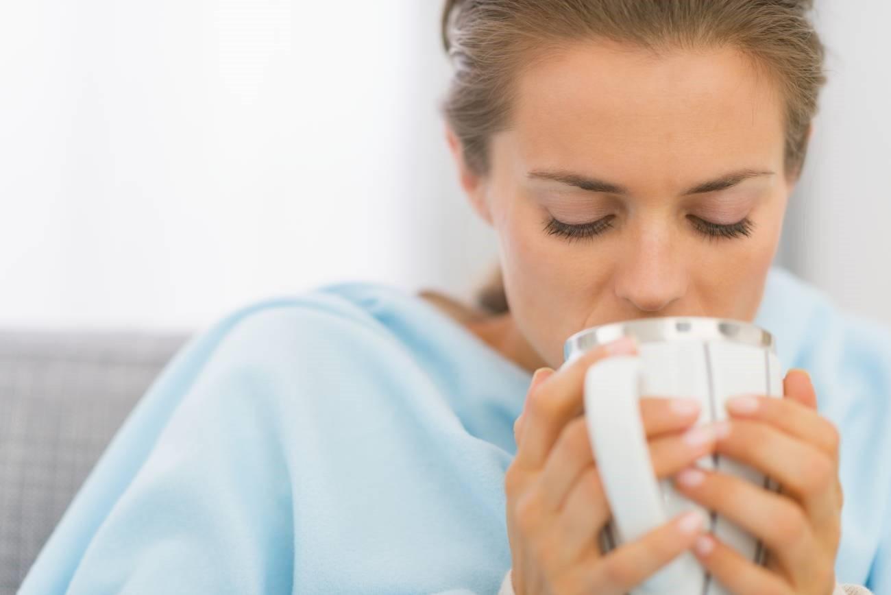 Прохладное питье с соком алоэ выводит токсины из организма