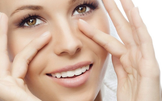 После масок с тминным маслом кожа выглядит увлажненной, подтянутой и гладкой.
