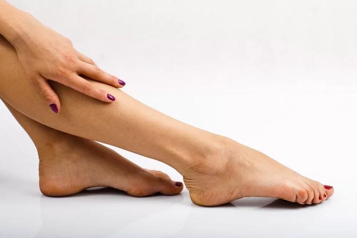 Ежедневное увлажнение кожи рук и ног в домашних условиях