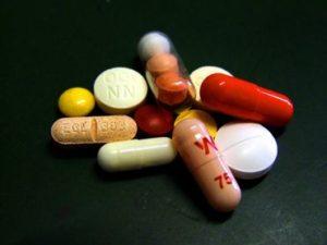 Таблетки и леденцы для рассасывания от боли в горле недорогие и эффективные