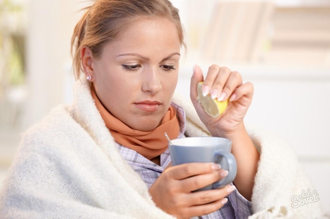 Полоскание горла прохладным раствором с соком лимона уничтожает бактерии в миндалинах