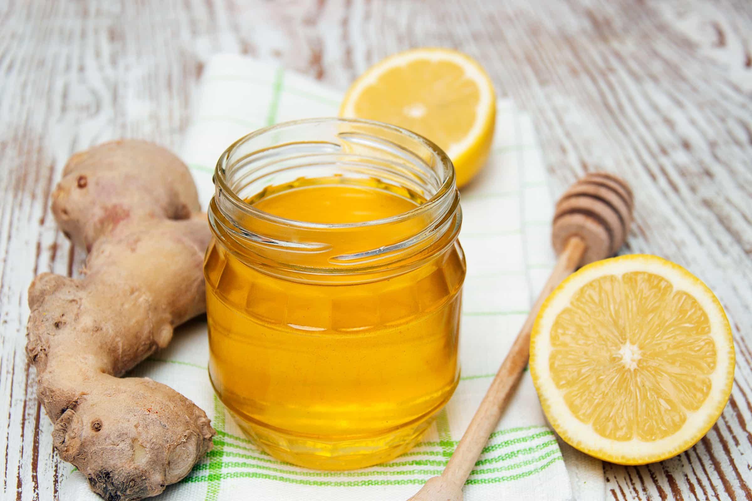 Корень имбиря, смешанный с медом, признанное быстродействующее, противовоспалительное средство