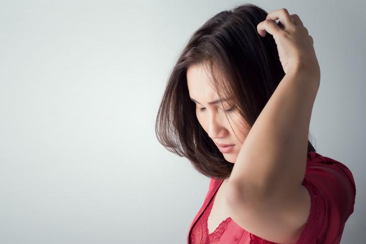 Как избавиться от перхоти на голове в домашних условиях – советы трихолога