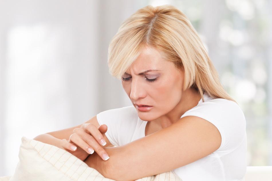 Почему кожа на локтях шелушится, трескается и сохнет? Лечение и уход за кожей на локтях