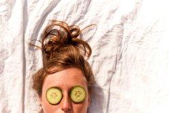 Сколько можно держать отбеливающую огуречную маску для лица