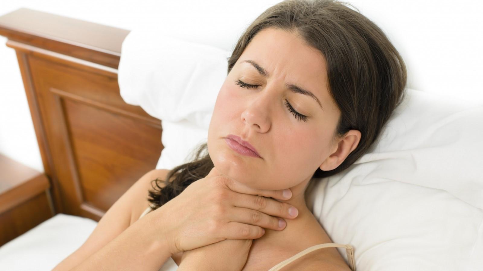 Боль в горле появляется обычно неожиданно и избавиться от нее хочется как можно быстрее