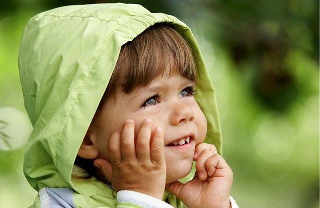 Загрязнение вдыхаемого воздуха частичками химикатов, выбросов вредных производств и продуктами горения органических и неорганических веществ приводит к хроническому раздражению ткани миндалин и частым ангинам