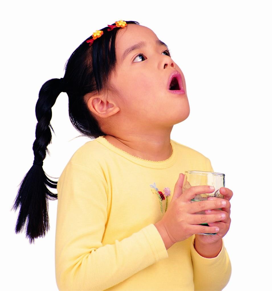 Полоскание горла настоем из чеснока ускоряет процесс выздоровления