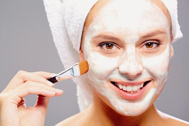 Нанесение смеси на проблемные участки кожи