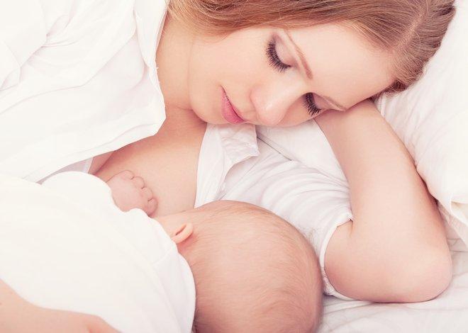 Кормление новорожденного грудью