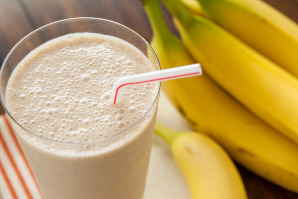 смузи с молоком и бананом