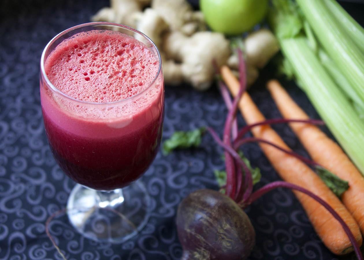 Свекольный сок богат микроэлементами и грубой клетчаткой