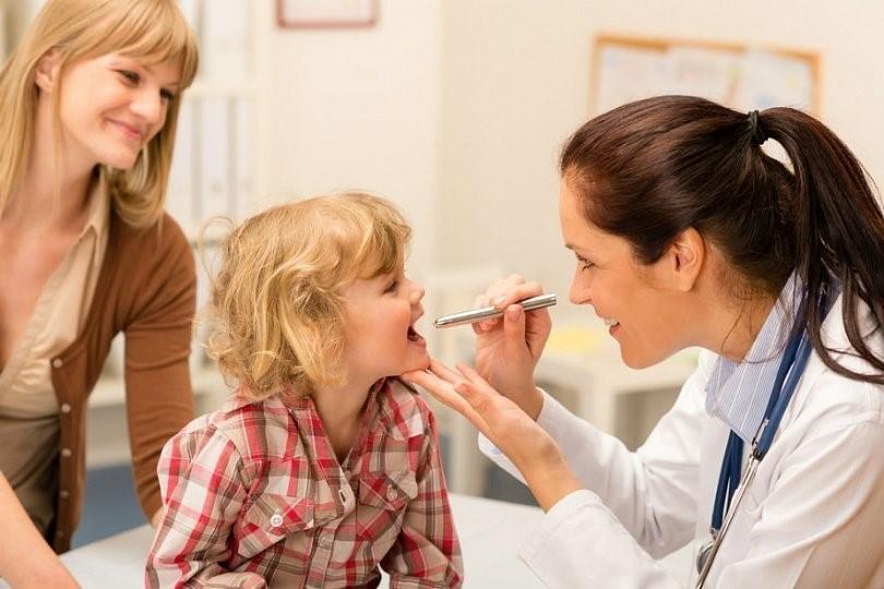 Симптомы тонзиллита исчезают в течении недели при правильном, подтвержденном исследованиями диагнозом, и своевременно назначенном этиотропном лечении