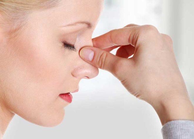 Боль в носу как признак осложнения кисты полости носа.