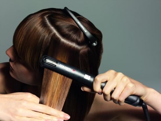 Утюжки и плойки делают волосы пористыми и слабыми