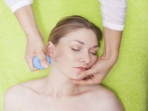 Вакуумный массаж лица в домашних условиях
